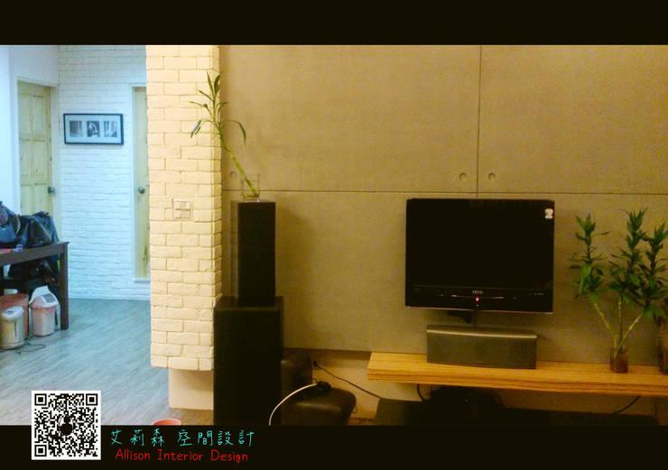 仿清水模電視牆:  牆壁與地板 by 艾莉森 空間設計