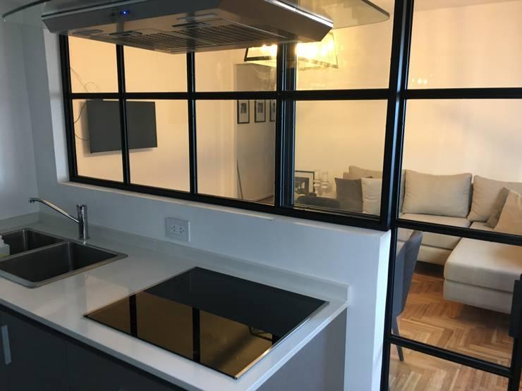 Cocinas pequeñas de estilo  por Estudio Qpi , Moderno Hierro/Acero
