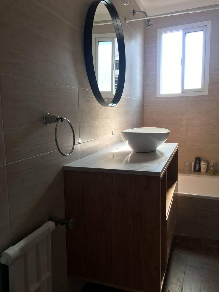 Baños de estilo  por Estudio Qpi , Moderno Cerámico