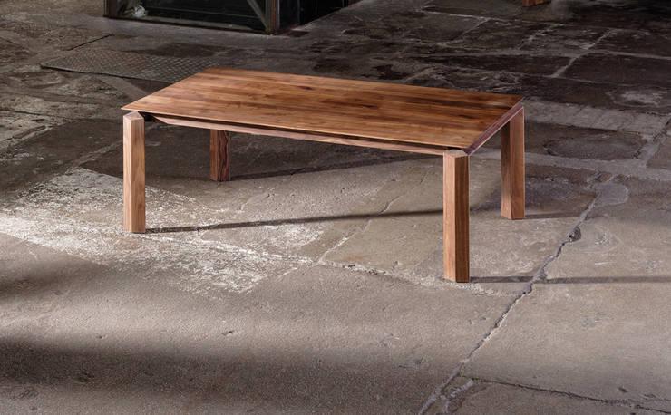 Muebles de diseño alemán:  de estilo  de Imagine Outlet