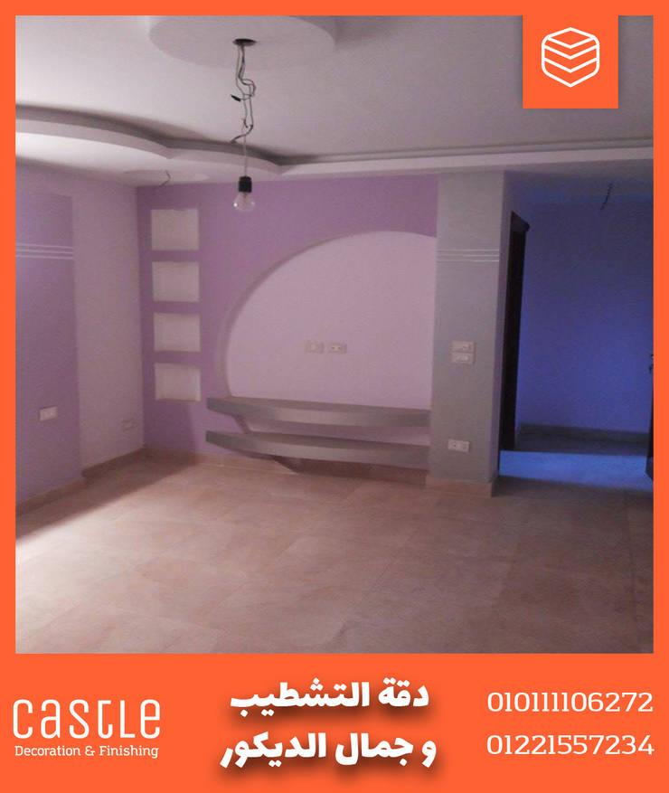 صورة لغرفه النوم بديكورات حديثة مع كاسل للديكورات والتشطيبات :  غرف نوم صغيرة تنفيذ كاسل للإستشارات الهندسية وأعمال الديكور في القاهرة