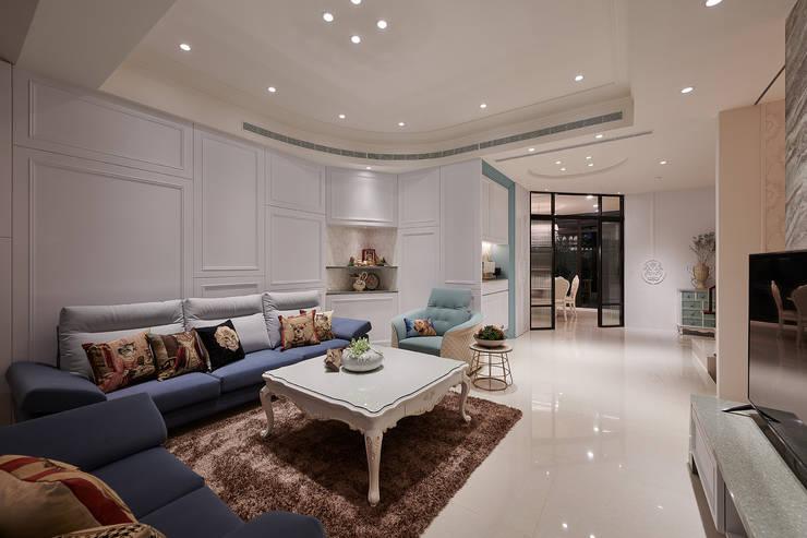 空間的無限:  客廳 by 趙玲室內設計