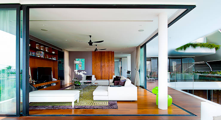 Living room by Design Intervention, Classic