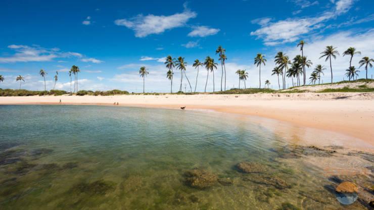 Projeto de casa de praia em Arembepe, litoral da Bahia: Casas  por 5CINQUE ARQUITETURA LTDA