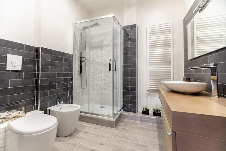 Bathroom by Facile Ristrutturare