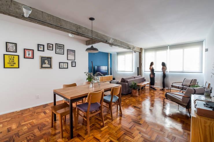 Salle à manger de style  par INÁ Arquitetura,