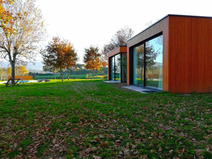 Chalets de estilo  por GomesAmorim Arquitetura, Moderno