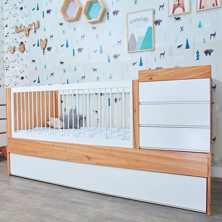 Cuna funcional Ava: Dormitorios infantiles  de estilo  por Minihaus Kids,