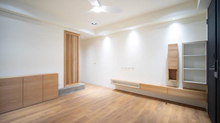 老屋翻新 林宅 | 1F客廳:  客廳 by 有隅空間規劃所