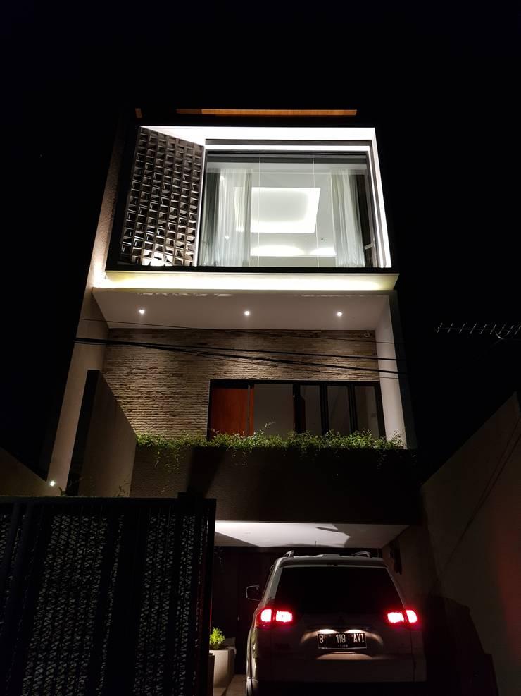 Rumah Janur asri VI kelapa gading:  Rumah by qic arsitek