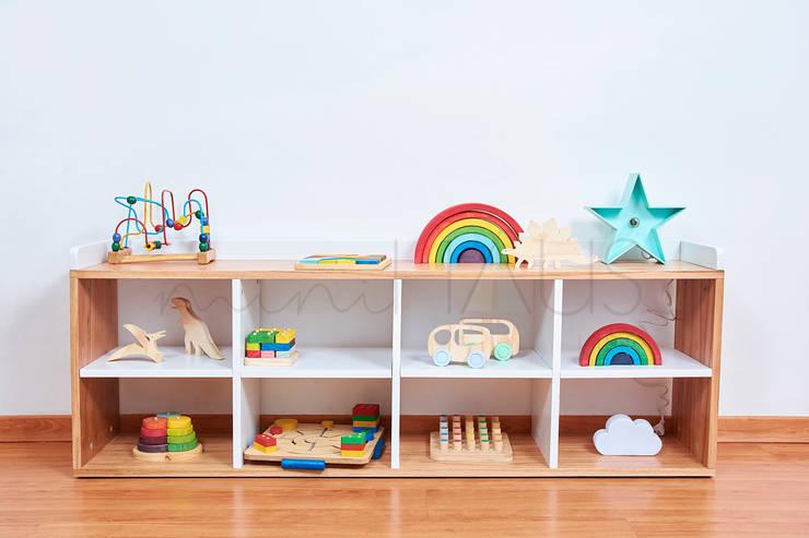 Comoda Montessori: Dormitorios infantiles  de estilo  por Minihaus Kids,
