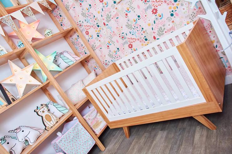 Cuna Emma: Dormitorios infantiles  de estilo  por Minihaus Kids,