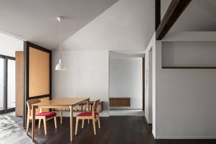 サクラの家: 遠藤誠建築設計事務所(MAKOTO ENDO ARCHITECTS)が手掛けたダイニングです。