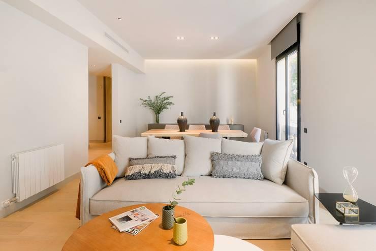Home Staging de Lujo para Vivir en Barcelona: Salones de estilo  de Markham Stagers,