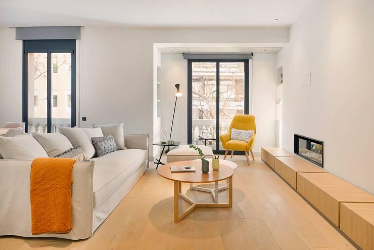 Home Staging de Lujo en Barcelona: Salones de estilo  de Markham Stagers,