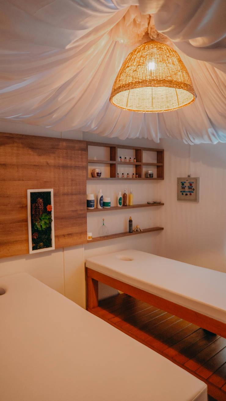 Diseño comercial Essencia: Espacios comerciales de estilo  por TICKTO STUDIO