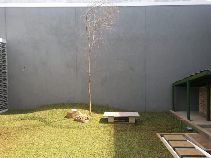 Renov Mekar Permai:  Taman by Atelier Ara