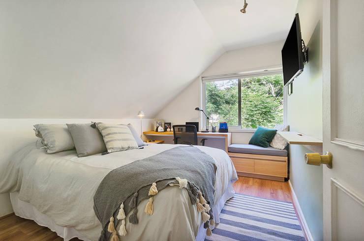Dormitorio Juvenil: Dormitorios pequeños de estilo  por Klover