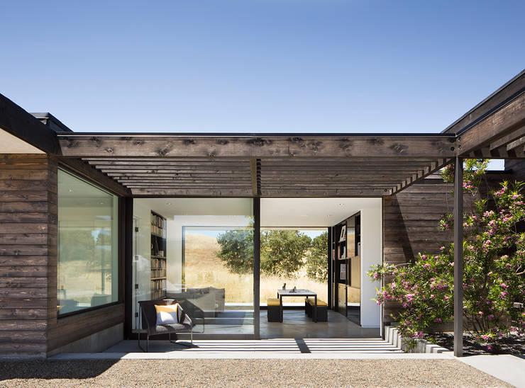 The Meadow Home:  Patios & Decks by Feldman Architecture