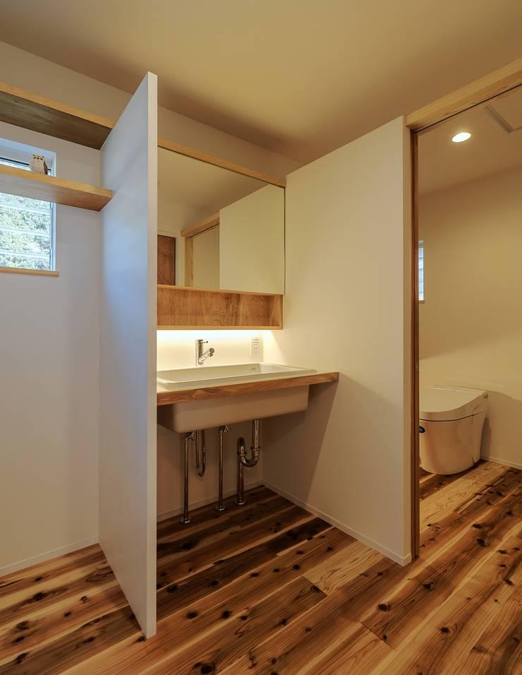 Bathroom by WADAGUMI,