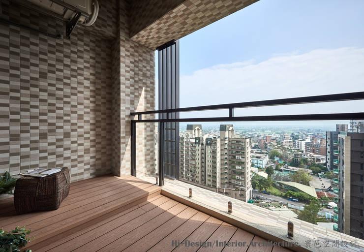 礁溪溫泉度假湯屋:  陽台 by Hi+Design/Interior.Architecture. 寰邑空間設計