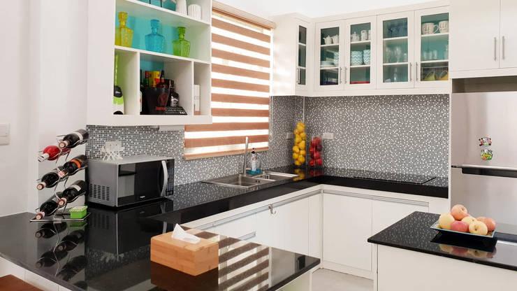 Black Galaxy Granite Kitchen Countertop in Bantayan Island Cebu:  Kitchen units by Stone Depot