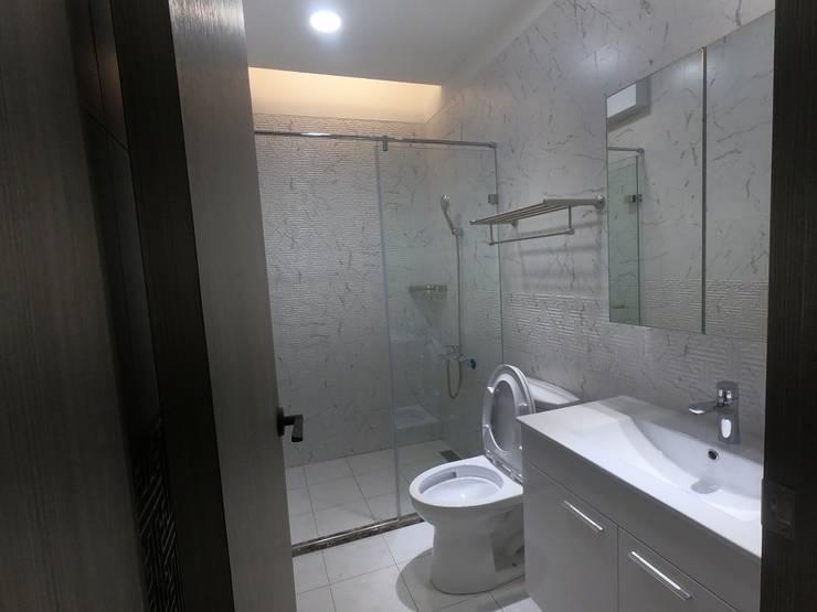 和之前比差很大的浴室:   by 懷謙建設有限公司