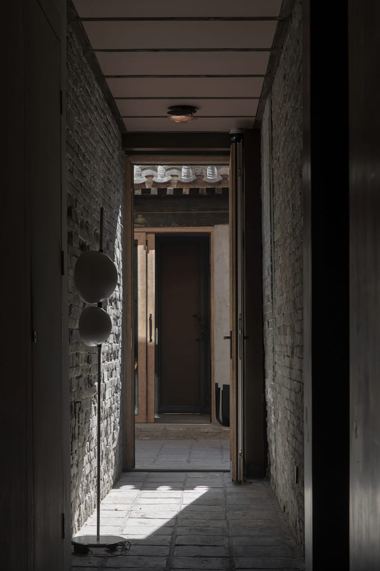 CORRIDOR:  Corridor & hallway by ARCHISTRY design&research office, Classic