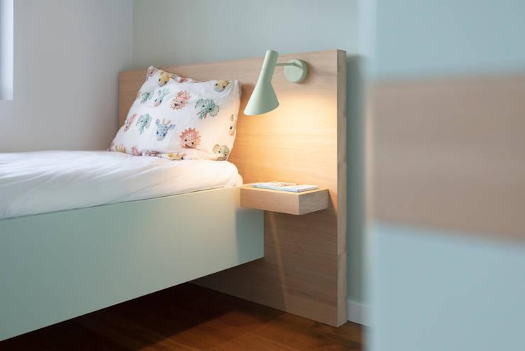 Jongens slaapkamer: modern  door De Nieuwe Context, Modern Hout Hout