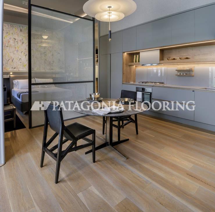 Unidad de vivienda para familia joven: Cocinas de estilo  por PATAGONIA FLOORING,