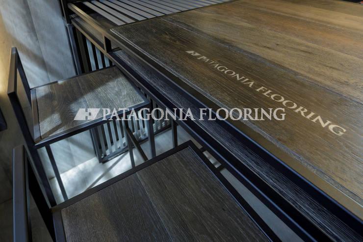 Oficina: Estudios y oficinas de estilo  por PATAGONIA FLOORING,