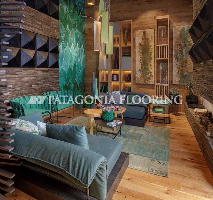 Estar intimo: Livings de estilo  por PATAGONIA FLOORING,