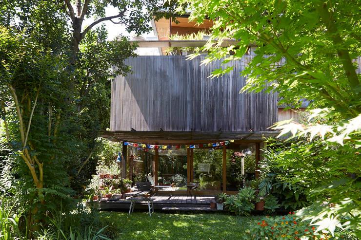 CASA OLIVOS: Casas de madera de estilo  por STICOTTI,