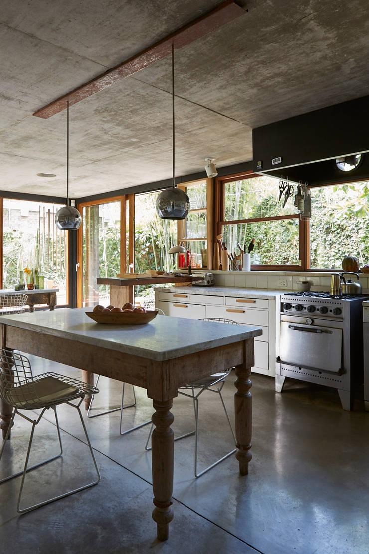 CASA OLIVOS: Cocinas de estilo  por STICOTTI,