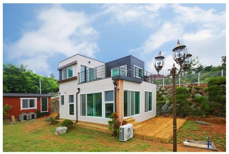 공기순환이 잘 되는 모듈러주택: 공간제작소(주)의  조립식 주택,