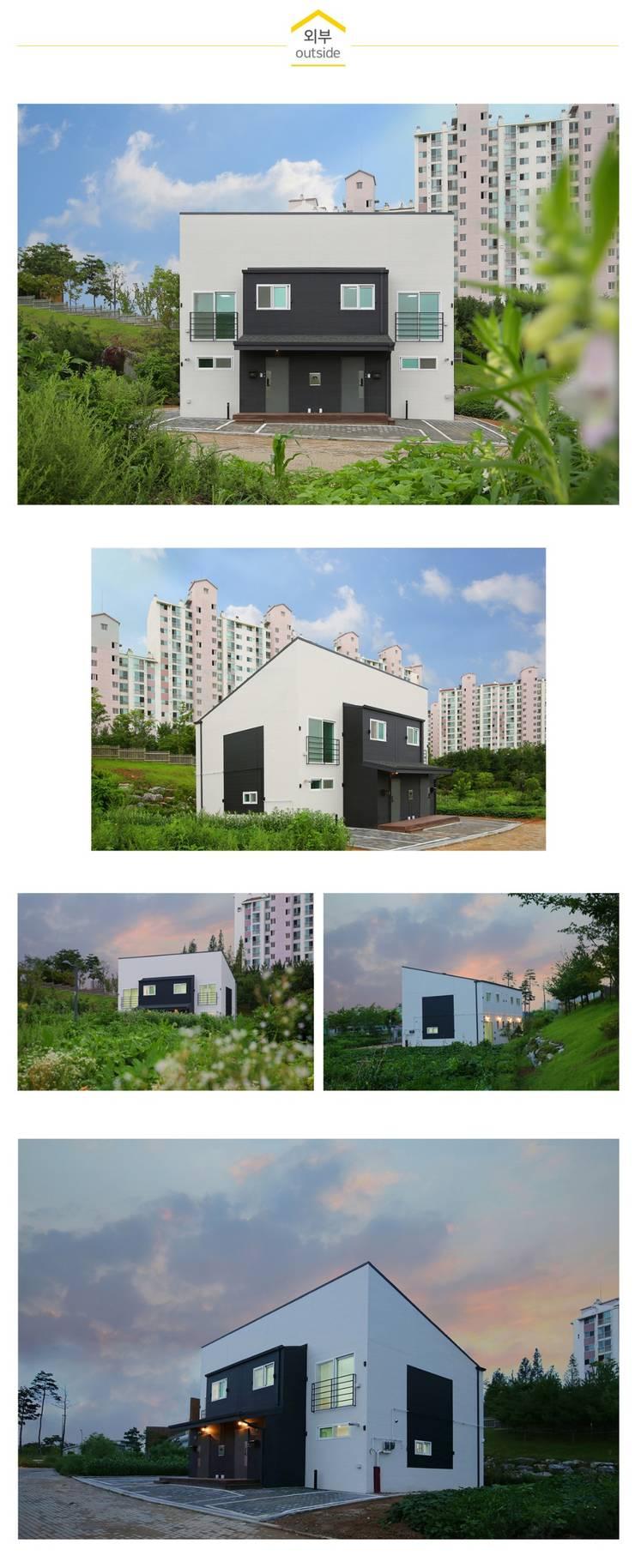 한 지붕 두 가족, 듀플렉스주택_외관: 공간제작소(주)의  조립식 주택