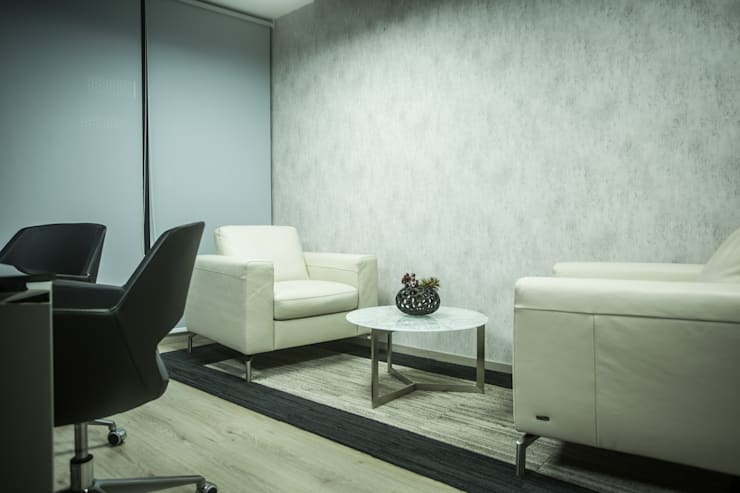 Oficina Directiva. Después: Oficinas y tiendas de estilo  por Soma & Croma