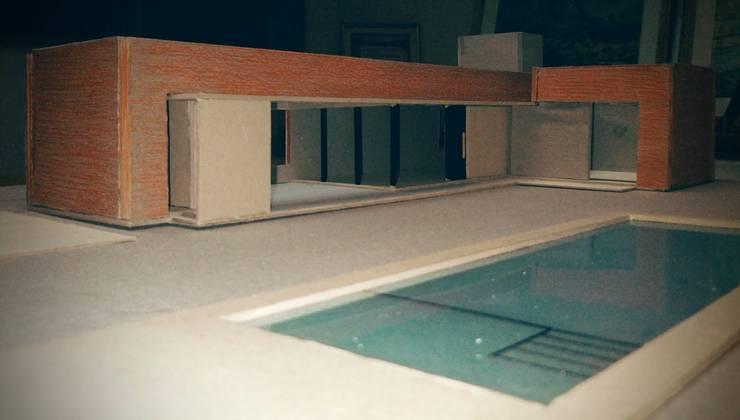 foto de maqueta:  de estilo  por 2B Arquitectura,
