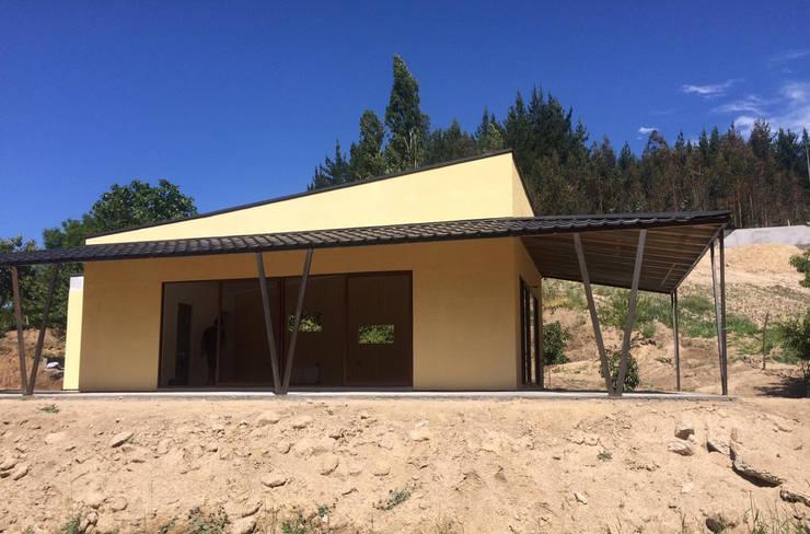 Sal´ón Capacitaciones Guarilihue: Casas de campo de estilo  por Constructora ARCOX SpA.