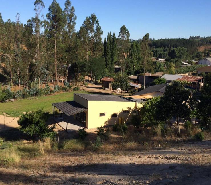 Salón Capacitaciones: Casas de campo de estilo  por Constructora ARCOX SpA.