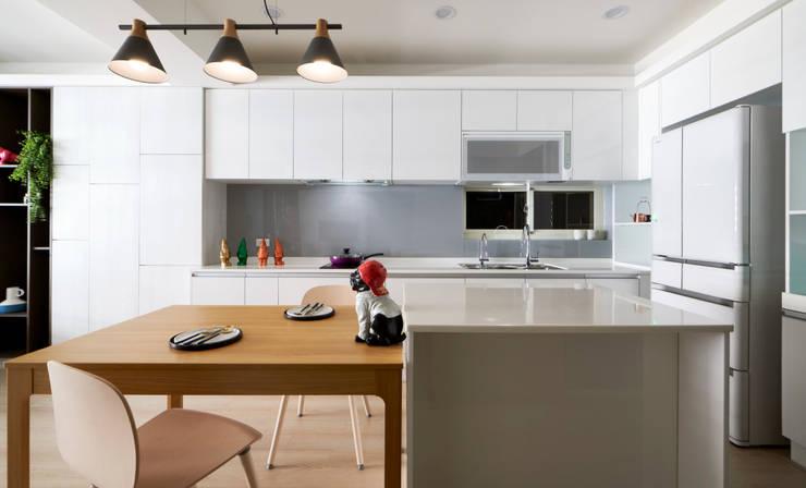 黑仔的凝視:  廚房 by 耀昀創意設計有限公司/Alfonso Ideas