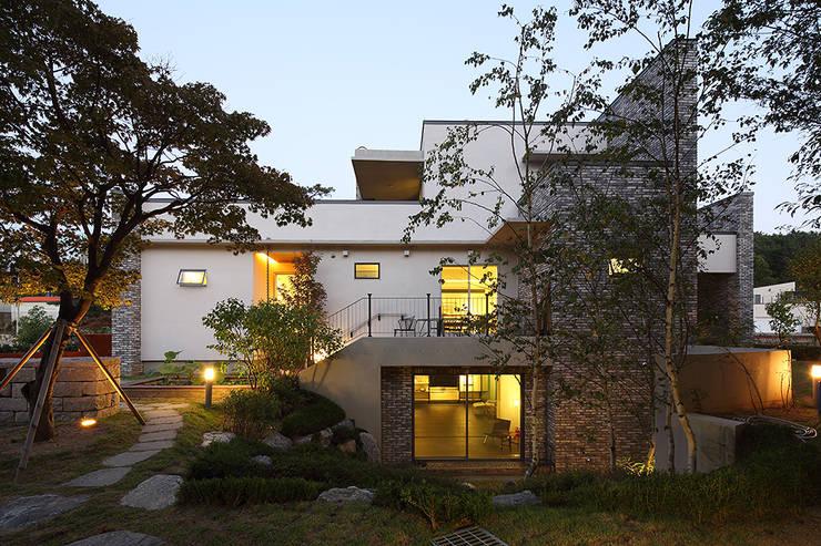 지평 P HOUSE: EAST4 PARTNERS의  전원 주택,