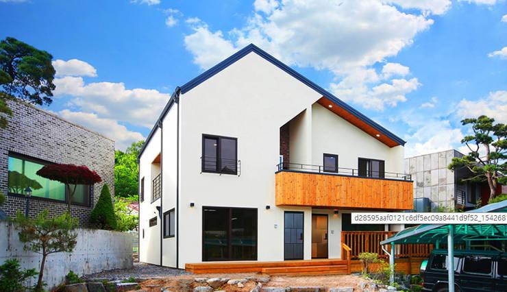 한 지붕 두 가족! 듀플렉스주택 (중목구조): 한글주택(주)의  다가구 주택,클래식