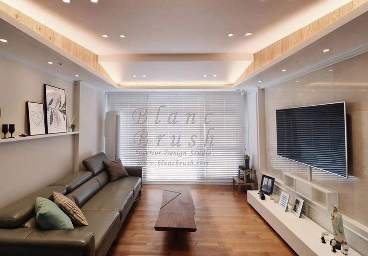 거실&노출천장&간접등박스(산운마을9단지대방노블랜드 24평 인테리어): 블랑브러쉬의  거실,
