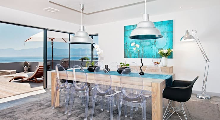 Dining Room:  Living room by Overberg Interiors, Modern