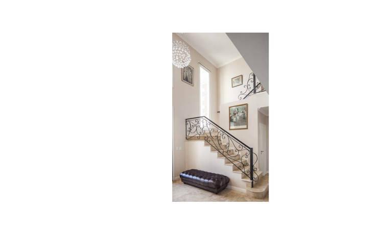 Diseño de casa estilo victoriano por CIBA: Escaleras de estilo  por CIBA ARQUITECTURA,