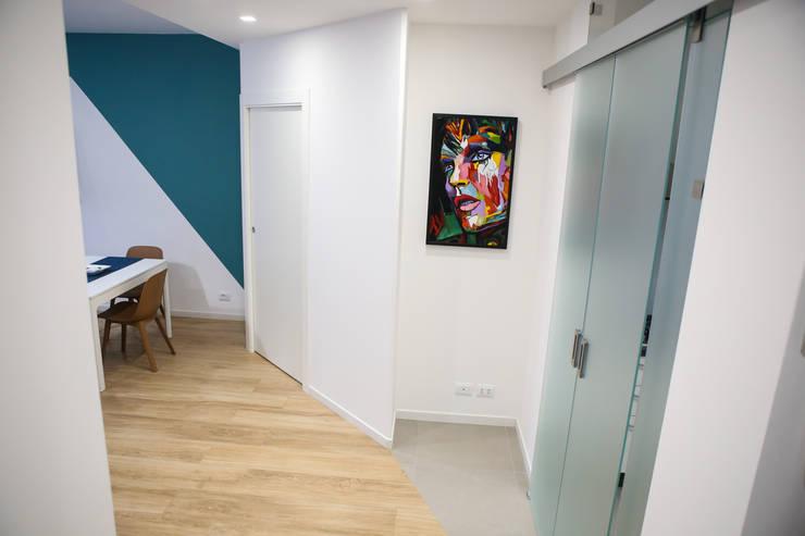 Corridor & hallway by T_C_Interior_Design___, Minimalist