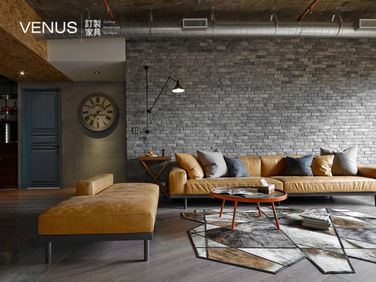 沙發訂製:  客廳 by VENUS訂製家具