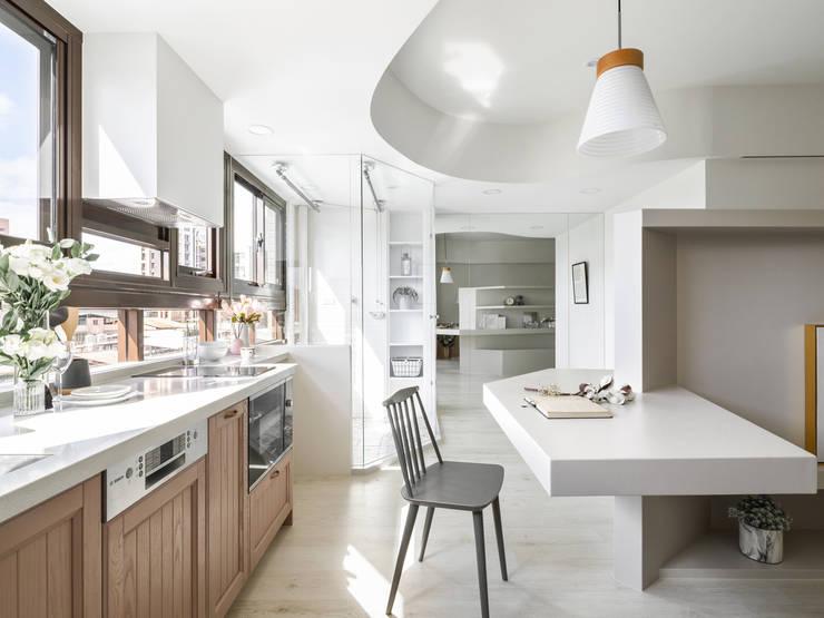 Hebbe:  廚房 by 寓子設計