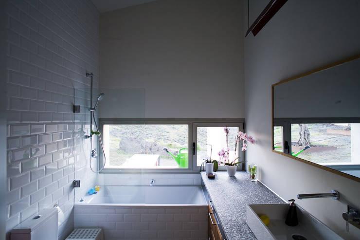 Casas con alma, arquitectura en Madrid: Baños de estilo  de Otto Medem Arquitecto vanguardista en Madrid